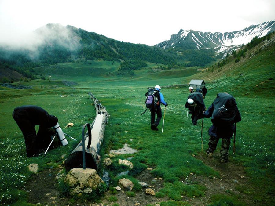 Paysage montagne homme survie autonomie