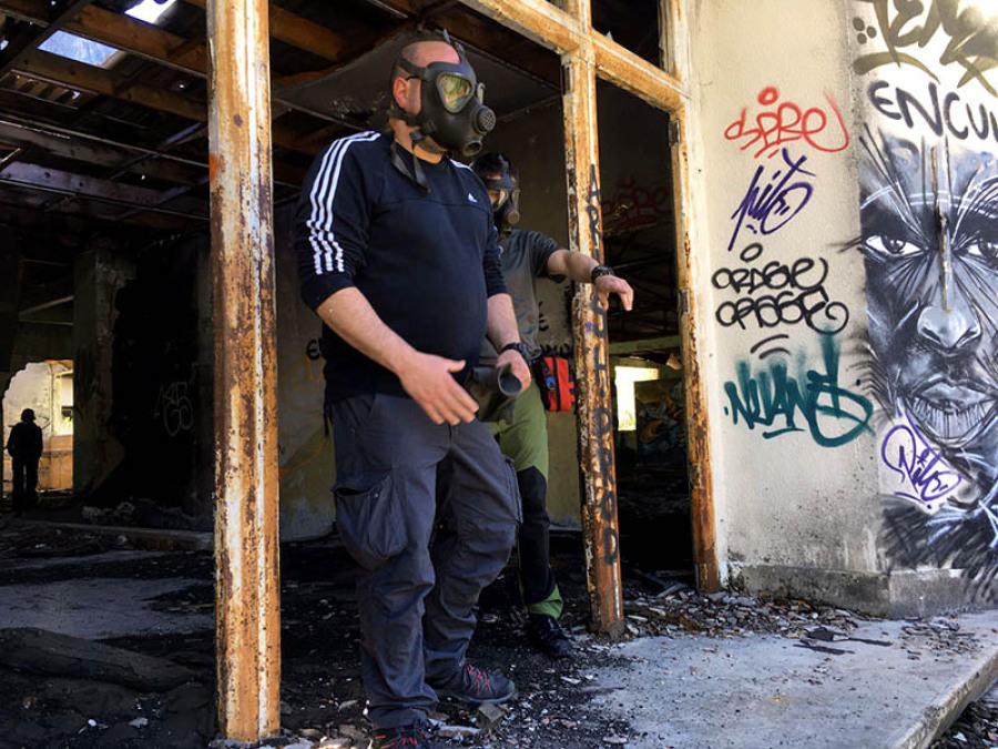 Urbain masque à gaz batiment survie