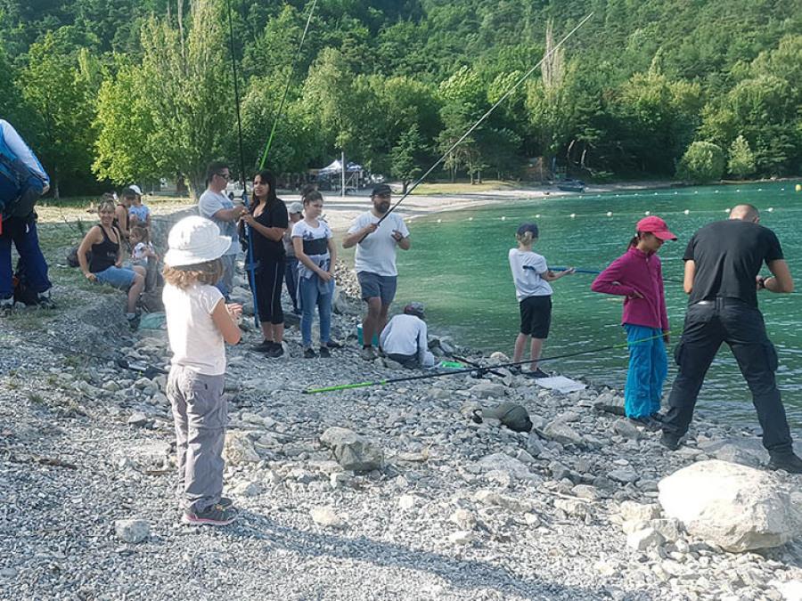 Pêche enfants famille survie