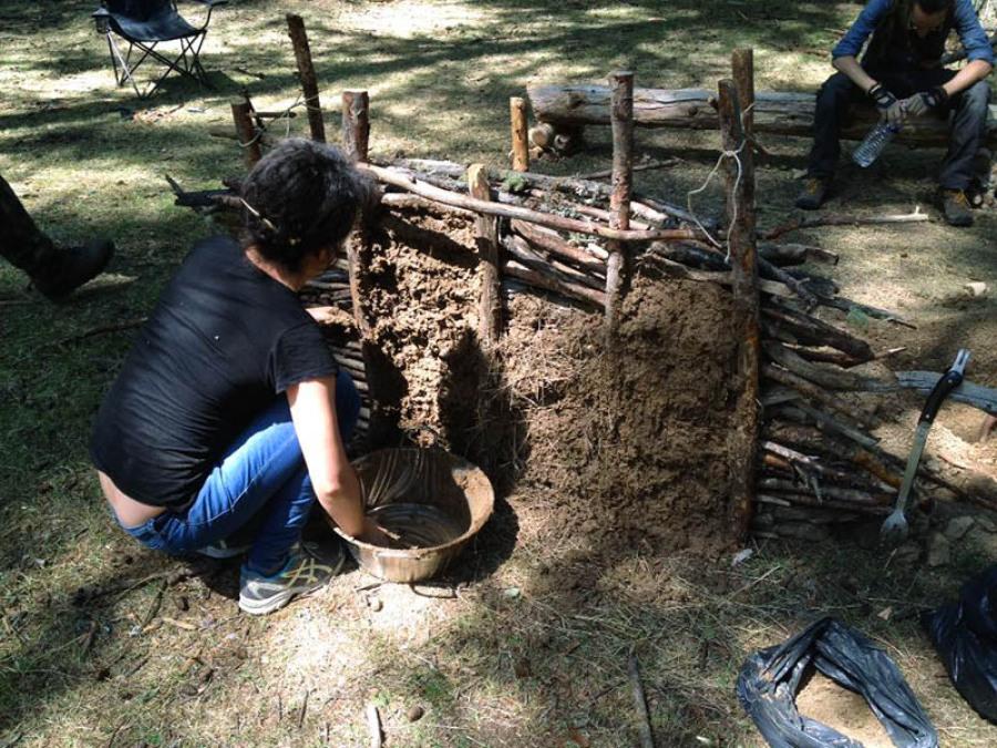 Torchis abris bushcraft survie
