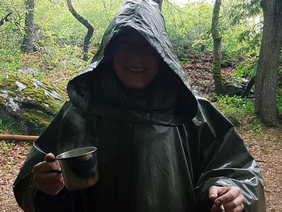 Forêt survie pluie poncho